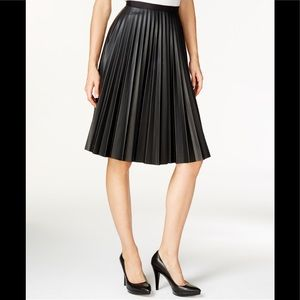 💋 Bagatelle black pleated faux leather skirt NWTM